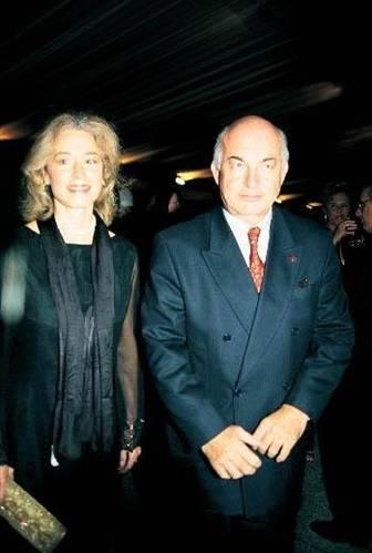 DERVİŞ'İN EŞİ DE AMERİKALI  Eski Ekonomiden Sorumlu Devlet Bakanı ve Başbakan Yardımcısı Kemal Derviş ilk evliliğini Neslihan Boralı ile yapmıştı.