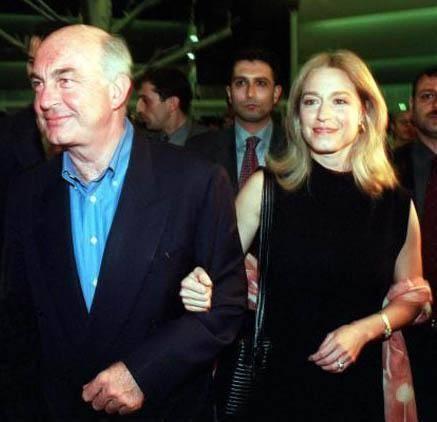 Kemal Bey ikinci evliliğini 14 yıl önce Amerikalı Katrin Hanım ile gerçekleştirdi. Çift çok mutlu evliliklerine devam ediyor.