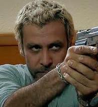 Behsat Ç'de sarı saçlarıyla kamera karşısına geçmişti.