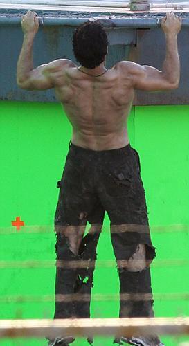 Protein ağırlıklı beslenen ve günde 5000 kalori aldığını söyleyen İngiliz aktör rol için günde iki buçuk saat de vücut çalıştığını söyledi.