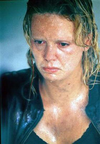 """Hollywood yıldızları, filmlerdeki rolleri için vücutlarını """"acımasızca"""" değiştirebiliyor.  İşte """"bukalemun"""" ünlüler... Charlize Theron, Monster adlı filmde..."""