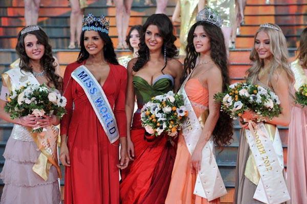 Rusya'nın en güzel kızının seçildiği 'Miss Rusya 2012' yarışmasının birincisi 18 yaşındaki Elizaveta Golovanova oldu.