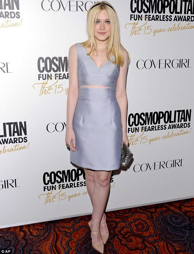 Dakota Fanning, Cosmopolitan dergisinin New York'ta düzenlediği ödül gecesinde metalik elbisesi ile Hollywood yıldızlarından rol çaldı.