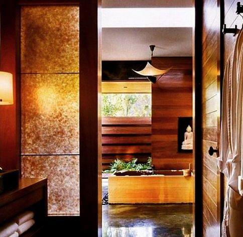 Jennifer Aniston sık sık emlak alıp satıyor. Burası da ünlü yıldızın malikanelerinden birinin banyosu.