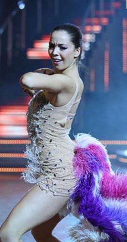Yok Böyle Dans'taki perfomansıyla göz dolduran Akın yarışmayı da birincilikle bitirdi.