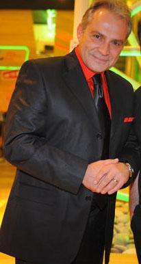 Usta oyuncu Haluk Bilginer, Ezel dizisinin kadrosuna dahil olurken istediği ücret ile çok konuşulmuştu.