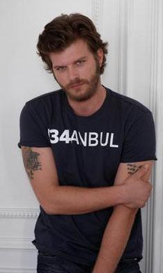 Geçen sezon Ezel dizisinde konuk oyuncu olarak yer aldı. Onun dışında başka bir projede oynamadı