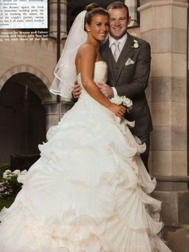 Dergi, çiftin uzun süredir beklenen düğününün fotoğrafları için böyle büyük bir parayı gözden çıkardı.