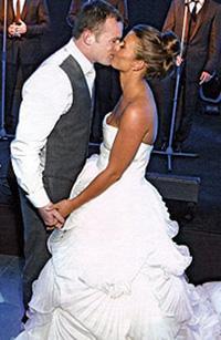 Çift böylece düğün için yapılan harcamanın büyük bir bölümünü çıkarmış oldu.