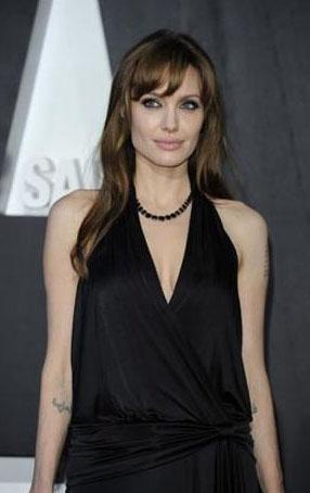 Angelina Jolie, geçen yıl 30 Milyon dolar kazandı. Angelina Jolie sadece kendisi kazanmıyor. Yapımcılara da kazandırıyor. Yıldızın başrol üstlendiği Salt adlı film 300 milyon dolar getirdi.