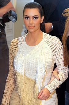Eski sevgilisi Ray J, Kardashian ile çekilen görüntülerin yer aldığı kasedi internette yayınladı.