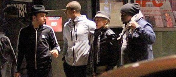 Bu arada Madonna'nın genç sevgilisi 24 yaşındaki Brahim Zaibat'ın annesinin de Madonna'dan küçük olduğu ortaya çıktı. Zaibat'ın annesinin 45 yaşında olduğu ve Madonna'dan tam 8 yaş genç olduğu öğrenildi.