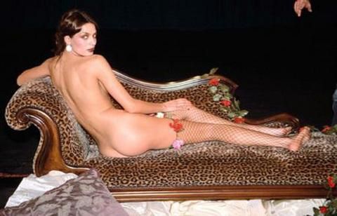 ASUMAN KRAUSE  İsviçre nin ünlü saat firması Maurice Lacroix , Masterpiece serisi için çıkardığı , Zaman ve Zamansızlık temalı takviminde , ünlü model Asuman Krause yi kullandı. Krause , ünlü ressamların nü tablolarındaki gibi çıplak poz verdi.