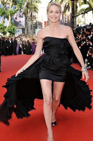 Sharon Stone 50 yaşını geride bıraktı.. Ama pek çok yaşıtını kıskandıracak kadar güzel..