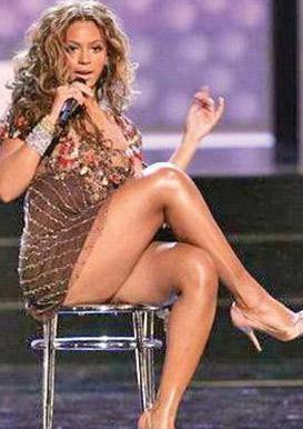 Beyonce'nin selülitlerinden başka bir kusuru daha var. Bir türlü fazla kilolarıyla mücadele edemiyor ve bacakları normalden kalın.