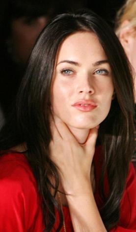 Hollywood'un yeni gözdesi Megan Fox, ilk bakışta öyle kusursuz görünüyor ki... Ama gerçek hiç de öyle değil.