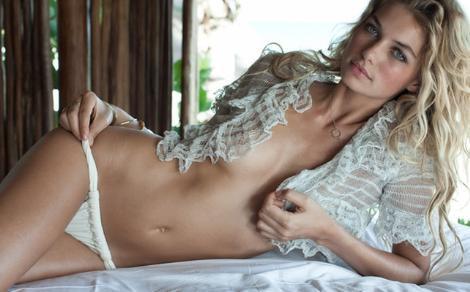 Jessica Hart özellikle ünlü iç giyim ve bikini firmalarının vazgeçemediği mankenlerden.