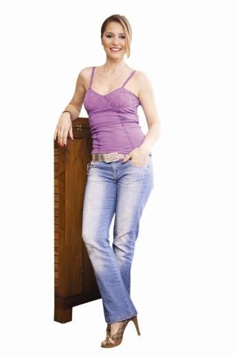 Pelin Körpükçü: Kendi bünyenizi tanıyın!   50 kiloyla hamile kaldım, hamileliğim boyunca 27 kilo aldım. Bu kiloyu vermek için herhangi bir diyet uygulamadım. Selin'i üç ay emzirebildim, bu üç ay boyunca epey iştahlıydım ama Selin üçüncü aydan sonra emmeyince, vücudum eski düzenine döndü ve iştahım kapandı. Böylece fazla kilolarım da kendiliğinden gitti.