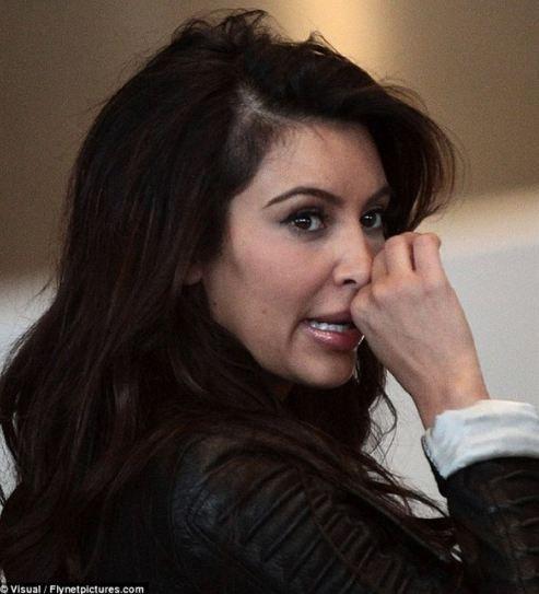 Kim Kardashian'ın saçında belirgin hale gelen açıklık, akıllara benzer durumu yaşayan ünlüleri getirdi.