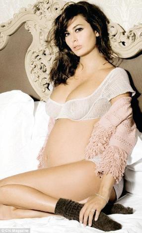Formual 1'in patronu Flavio Briatore'nin eşi Elisabetta Gregoraci de hamileyken objektif karşısına geçip özel pozler veren ünlüler kervanına katıldı.