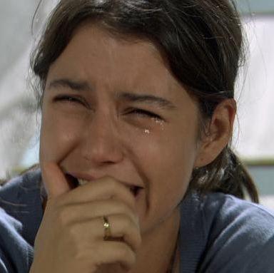 Beren Saat, Fatmagül'ün Suçu Ne dizisinde başına gelen bir olayla hayatı tamamen değişen mutsuz bir kadını canlandırıyor.