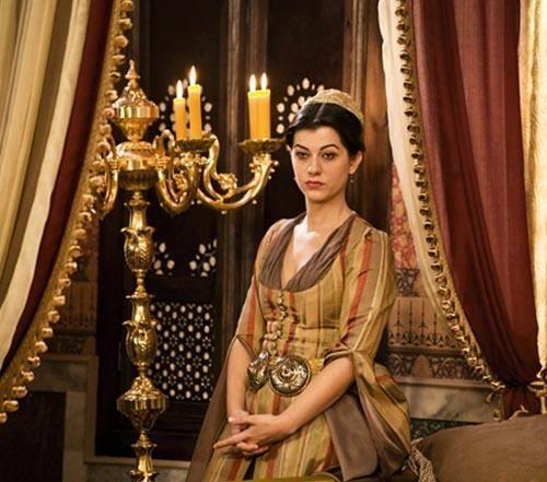 Filiz Ahmet, Muhteşem Yüzyıl dizisinde Nİgar Kalfa'yı canlandırıyor.