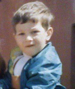Bu çocuk o zamanlar Türkiye'nin en yakışıklı erkeklerinden biri olacağını bilmiyordu belki.