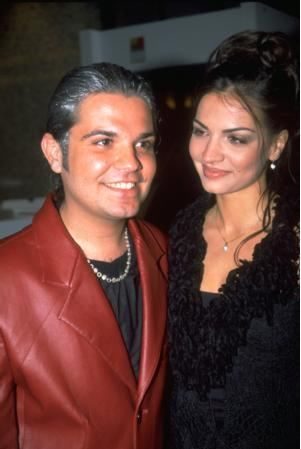 Sonra o dönemler kariyerinin başlangıcında olan Ebru Akel ile uzun süre birlikte oldu.
