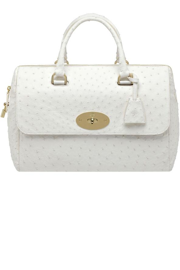 Ünlülerden esinlenilmiş en yeni çantamıza merhaba diyin!  Bu çanra Mullbery tarafından İngiliz şarkıcı Lana Del ReY'den esinlenerek yapılmış.  Del Rey White Ostrich Bag
