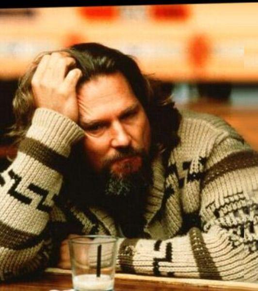 The Big Lebowski filmindeki The Dude karakteri ile üzerinde bornoz, ayağında terlikle markete bira almaya giderek herkesin hayranlığını kazanmış muhteşem karakter ve Jeff Bridges oyunculuğu tabii...