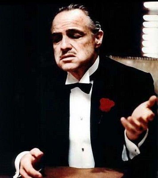 The Godfather filminde Marlon Brando'nun canlandırdığı, ağzında çakıltaşı varmış gibi konuşan, kısık sesli, aslında ezilenlere karşı merhametli, ailesinin öcünü yıllar sonra almış, sinema tarihinin en baba babasıdır Don Vito Corleone. Soğukkanlı, ikna yeteneği yüksek, zeki, cool ve karizma abidesi bir karakterdir Don Vito.