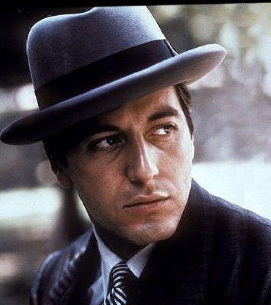 Godfather 2 filminde Al Pacino'nun canlandırdığı Michael Corleone karakteri yine sinema tarihinin ağır karakterlerindendir...
