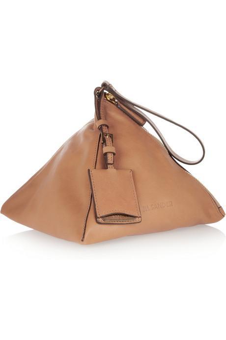 Piramit görünümlü, taba rengi deri çanta, Jil Sander.