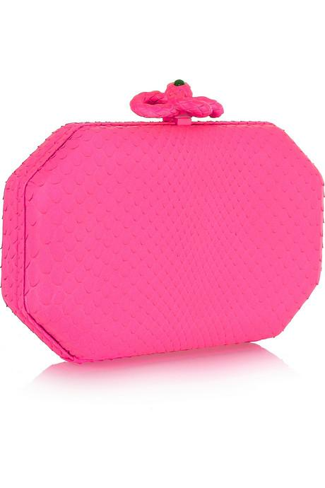 Neon pembe, piton görünümlü altıgen el çantası, Roberto Cavalli.