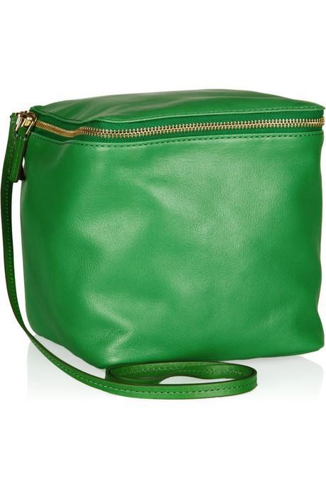 Parlak yeşil, küp şeklinde deri çanta, Marc by Marc Jacobs.
