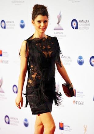 Beren Saat'in en gözde modacısı Özgür Masur.