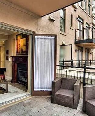 Dergi, Kanada'daki bu görkemli evin Zaf Efron'un sahip olduğu tek gayri menkul olmadığını da yazdı. Efron'ın Hollywood tepelerinde de bir malikanesi bulunuyor.