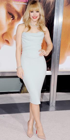 Rachel McAdams nude rengi stiletto ayakkabıları tercih etmiş