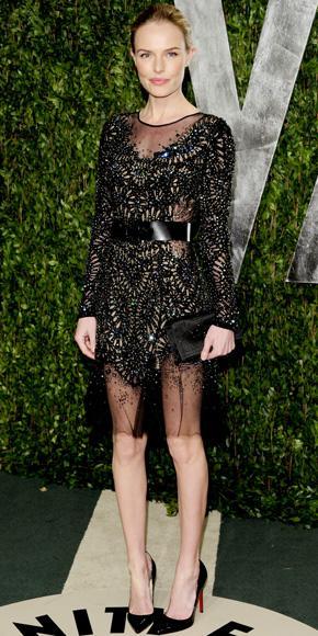 Kate Bosworth topukları kırmızı siyah stiletto ayakkabıları tercih etmiş
