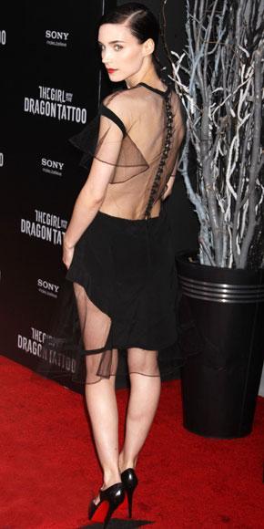 Rooney Mara tabanı kırmızı topuklu ayakkabıları tercih etmiş