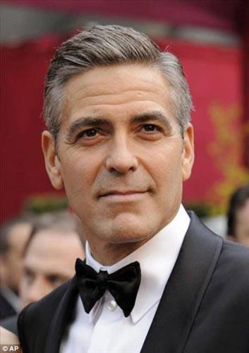 George Clooney 1982'de Los Angeles'ta bir otoyol çalışanı olarak bir yıl boyunca yakın bir arkadaşının evindeki dolapta yattı...