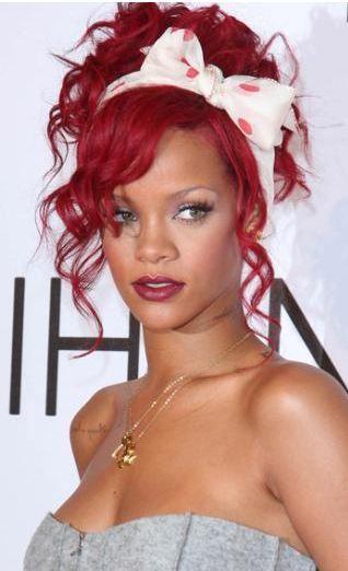 Rihanna teknolojiyi yakından takip ediyor.