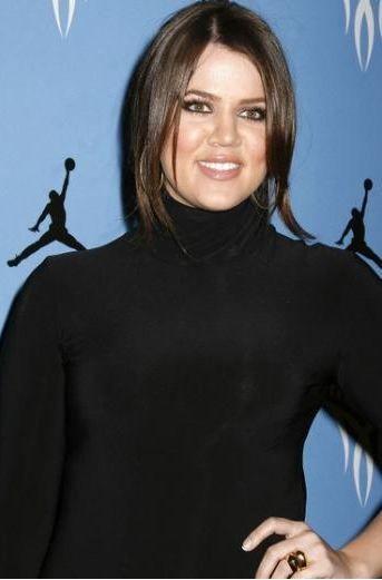 Khloe Kardashian ablaları, annesi ve üvey babasıyla birlikte ABD'nin en ünlü ekran simalarından biri.