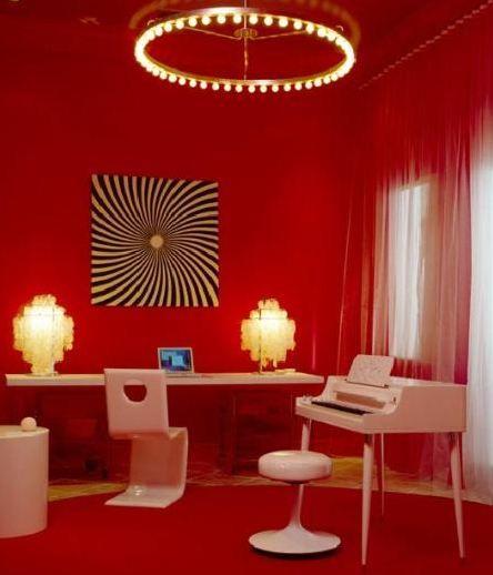 Bu kırmızı oda tahmin ettiğiniz gibi bir müzisyenin.