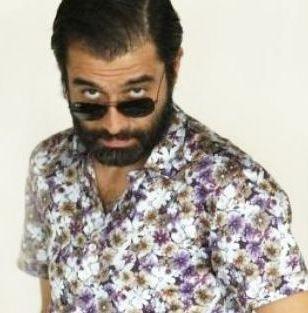 Ama Yalancı Bahar dizisinin bazı bölümlerinde uzattığı sakallarıyla ekrana geldi.