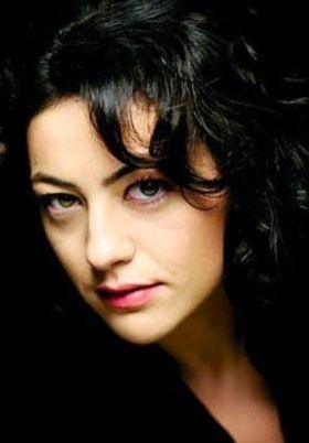 Nahid Sırrı Örik'in romanından uyarlanan filmdeki performansı Öztürk'e ödül kazandırmıştı.