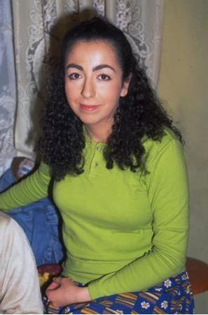 Sıdıka dizisinde aile baskısı altındaki bir genç kızı canlandırıyordu Eren.
