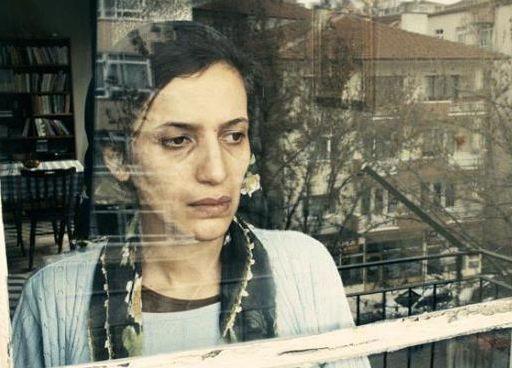 Film, Ankara'da yaşayan memur Muharrem'in iç dünyasına odaklanıyor.