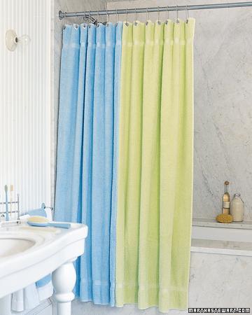 Naylon duş perdelerinden holşanmıyorsanız, Havlularınızı duş perdesi olarak kullanabilirsiniz.