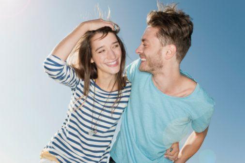 5- Kadınların saçları çok ama çok önemlidir, mutlaka saçını her fırsatta okşayın. (Ama yeni yapılmış bir saçın bozulması gecenizi mahvedecektir.)